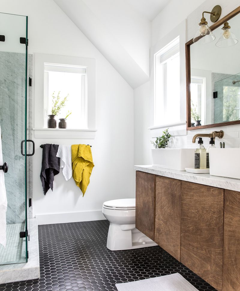 a Cape Cod-style remodel in Cumberland Foreside, ME, master bath